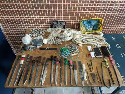 Objetos ilícitos apreendidos durante a Operação Presença