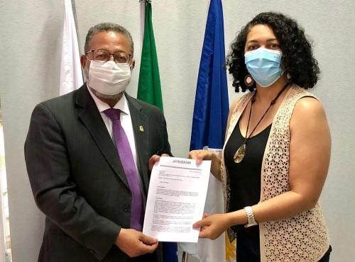 Fernanda Taynã entregou ofício com demandas ao gestor