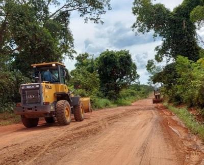 Trabalhos de revestimento e patrolamento estão sendo realizados na TO-239, entre Itacajá e Itapiratins.