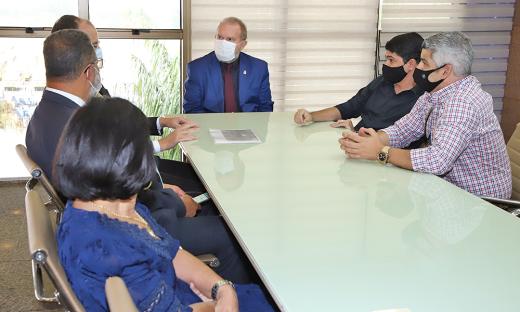 Durante a visita, o diretor da Plena Alimentos, Wesley Lopes, tratou de algumas demandas do setor de frigoríficos no município e em todo Estado