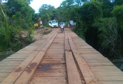 A ponte de madeira possui 36 metros e os trabalhos iniciaram no último dia 05 de janeiro