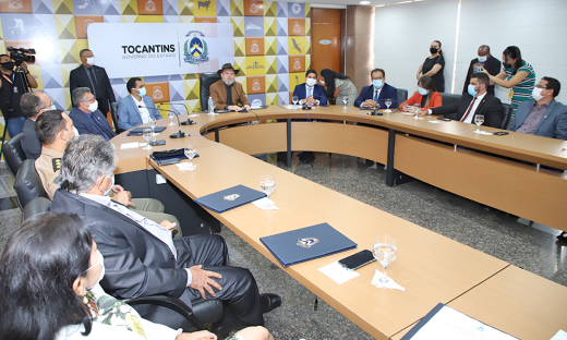 Governador remodela administração pública com posse de novos gestores