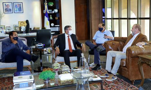 Comitiva de parlamentares liderada pelo deputado federal Arthur Lira é recebida no Palácio Araguaia