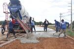 Construção de calçadas começa a ser executada.