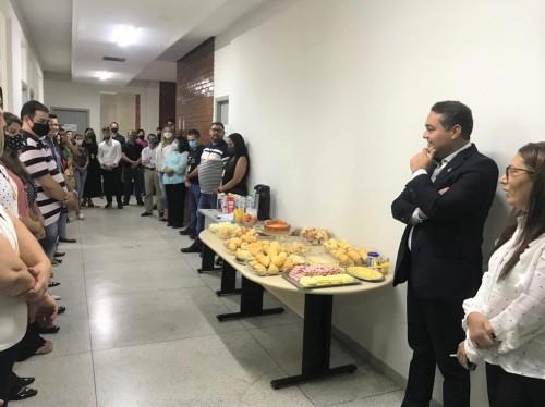 O presidente foi recepcionado pela equipe da Adetuc com um café da manhã