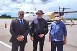 Governador Mauro Carlesse e secretário Tom Lyra comemoram ampliação de voos