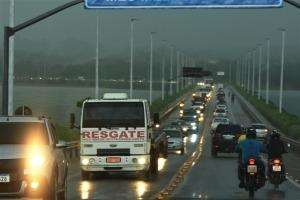 Ponte FHC ficou interdita nos dois sentidos durante a ação dos bombeiros militares