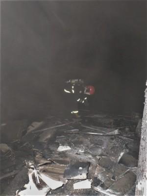 Bombeiros militares combatem fogo no auditório do Hospital Regional de Gurupi
