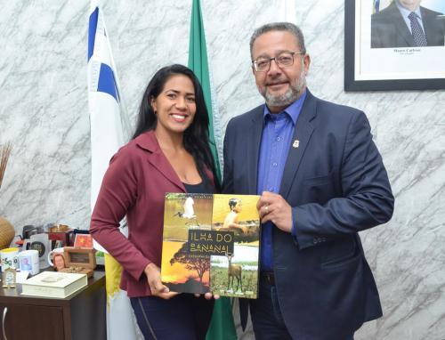 Vereadora de São Felix do Araguaia, Patricia Paiva, ao lado do secretário Tom Lyra
