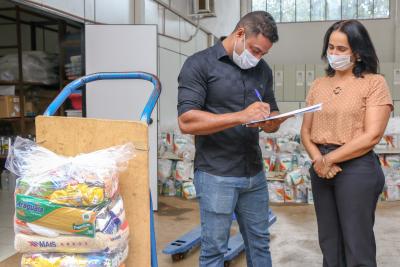 Secretário Executivo da Setas, Tiago Costa e a Secretária Municipal do Desenvolvimento Social de Palmas, Patrícia Amaral