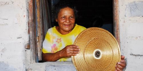 Peças em Capim Dourado produzidas pelas artesãs do Povoado Mumbuca