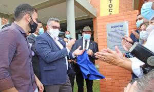 Descerramento da placa inaugural feita pelo governador Mauro Carlesse e demais autoridades