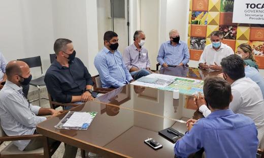 Secretário Jaime Café participa da reunião com a representante da Aprosoja