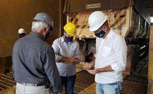 Secretário Jaime Café em visita a lavoura no município de Pedro Afonso