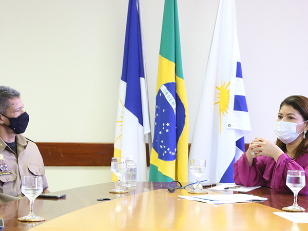 Titular da Seduc, Adriana Aguiar, e o comandante-geral da Polícia Militar, coronel Silva Neto