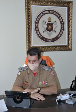 O coronel Leandro em sua participação remota no encontro do Comitê do Fogo