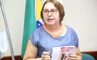 Professora Maria de Lourdes (Malú) autora do livro