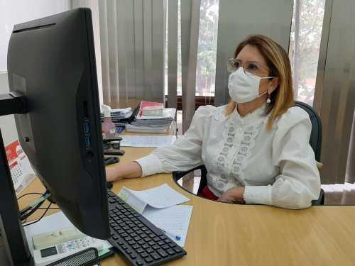 O superintende de Gestão de Pessoas, Sandra Gondim, destaca a importância da revisão do PCCS.