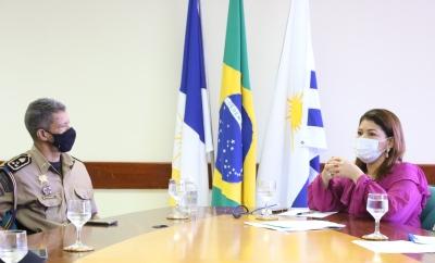 Titular da Seduc, Adriana Aguiar, e o comandante da Polícia Militar, Silva Neto