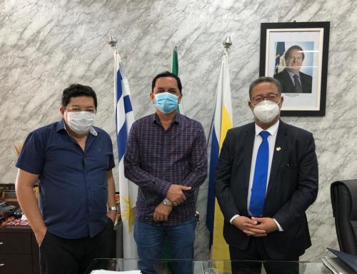 Secretário Tom Lyra participa de reunião com o prefeito de Almas