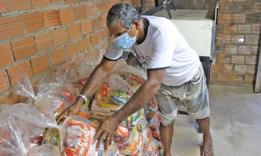 Governo do Tocantins atende famílias da região sul, Vale do Araguaia e Bico do Papagaio com entrega de cestas básicas