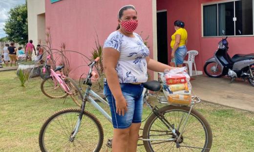 Mericiana Viana da Cruz, 43 anos, de Pium, foi uma das beneficiadas nesta quarta-feira, 07, com a entrega de cestas básicas