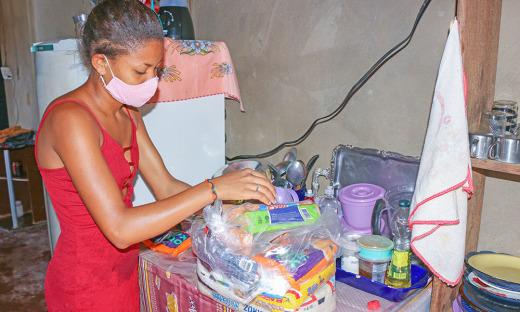 Para o município de Gurupi, o Governo, por meio da Setas, entrega, nesta semana, 1.400 cestas básicas, em entidades religiosa, de classes e associações, entre outras instituições