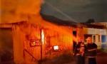 Fogo consumiu alguns pertences dos moradores, residentes na 305 Norte, em Palmas