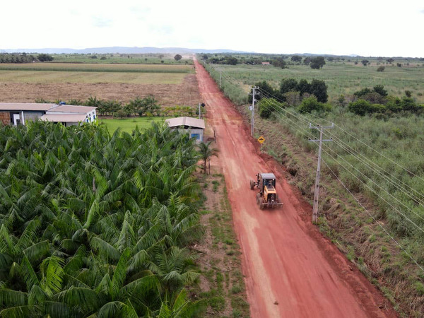 Manutenção das estradas do Projeto São João deve melhorar escoamento da produção agrícola
