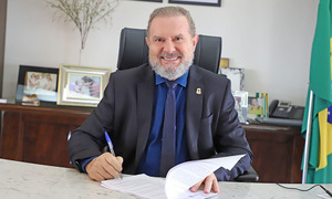 Governador Mauro Carlesse assinou na tarde desta sexta-feira, 9, um Acordo de Fornecimento para aquisição de 1 milhão de doses da vacina Sputnik V contra a Covid-19