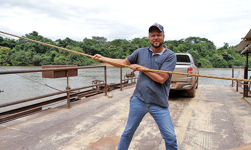 Alex Rodrigues, produtor da região, acredita que a ponte irá beneficiar produtores da região, como ele - Thiago Sá/Governo do Tocantins