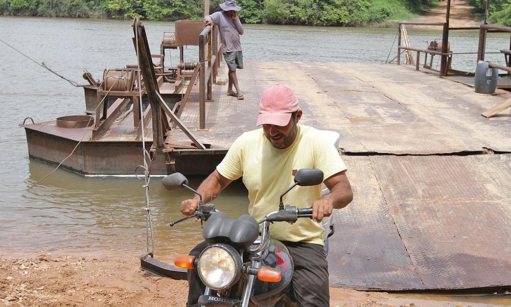 """Morador da região, Sebastião Araújo celebra a construção da ponte: """"Progresso chegou!"""" - Thiago Sá/Governo do Tocantins"""