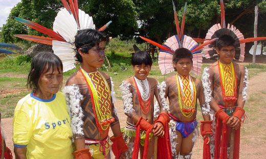 Garotos Javaé prontos para cerimônia de passagem para a vida adulta