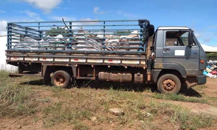 Foto 3 Caminhão carrega a primeira tonelada de rede de pesca para reciclagem_700x420.jpg