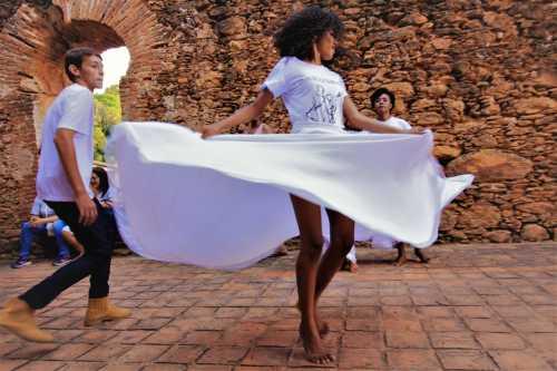 Grupo de Suça Tia Benvinda mantém viva dança das senzalas