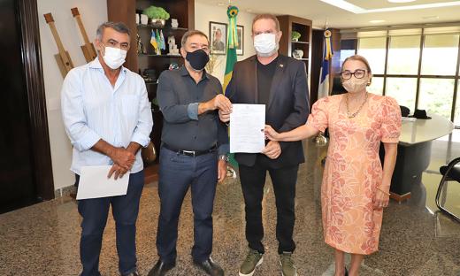 Governador Carlesse recebe prefeito de Augustinópolis, Antônio do Bar, e reforça caráter municipalista da gestão obras para a cidade