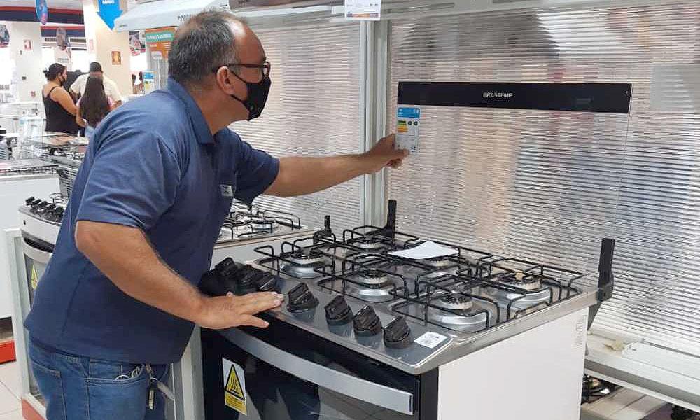 Cosméticos, perfumarias, roupas e eletrodomésticos devem contar com a certificação do Inmetro - Cejane Borges/Governo do Tocantins