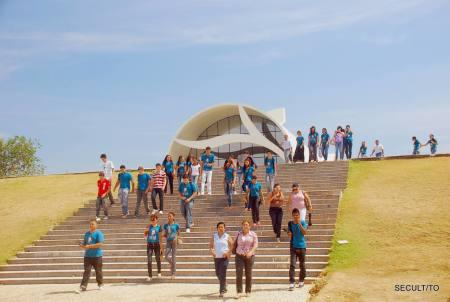 Caminhando pela Praça dos Girassóis a equipe da Secult apontou o significado de alguns símbolos indígenas presentes no percurso até o Monumento dos 18 do Forte