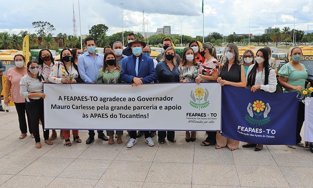 Governador finalizou a entrega de centenas de ônibus escolares com mais 13 veículos destinados às Apaes - Esequias Araújo/Governo do Tocantins