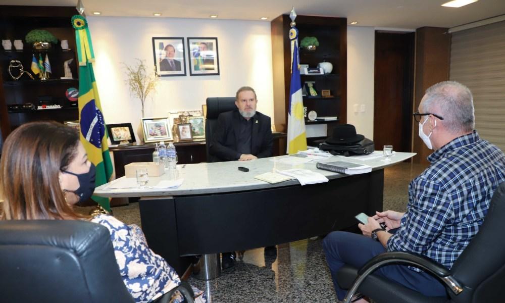 Em reunião com os secretários da Saúde e Educação, governador Carlesse afirmou que a vacinação é fundamental para o retorno às aulas presenciais - Esequias Araújo/Governo do Tocantins
