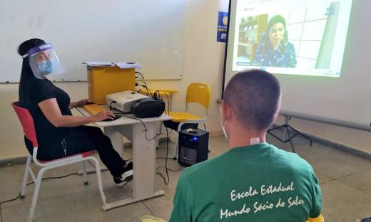 A tecnologia tem sido utilizada em favor da garantia do direito à educação dos adolescentes