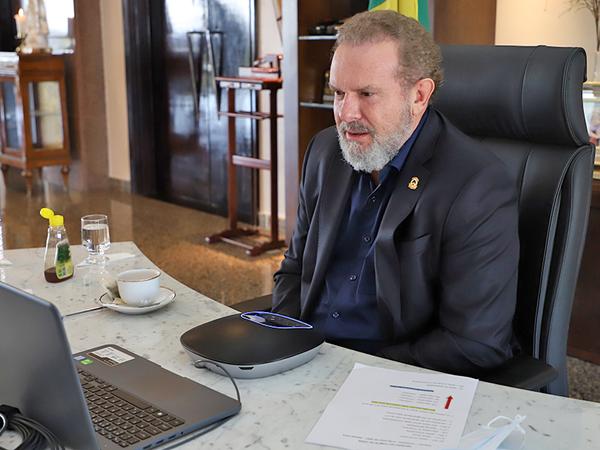 O governador Mauro Carlesse destacou que as medidas não são afrouxamento, pois a fiscalização será reforçada