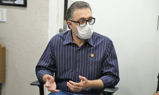 Em defesa das escolas, o pediatra André Pansutti afirmou que as crianças estão protegidas em casa e dentro das escolas que estão preparadas para recebê-las