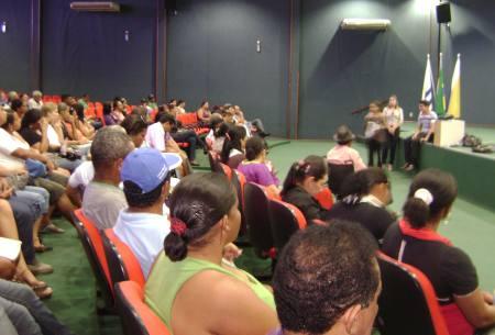 Beneficiários das quadras T-22 e T23 do Jardim Taquari, em Palmas, participam de reunião do trabalho social do empreendimento do Pró-Moradia.