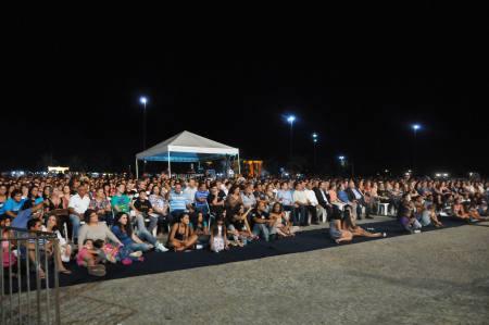 Público ocupou todas as cadeiras disponíveis em frente ao palco