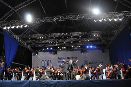 Formada por 65 músicos, a Orquestra Sinfônica de Teresina encantou o público tocantinense