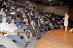 A secretária da Saúde, Vanda Paiva, apresentou aos prefeitos como funciona e é organizado o SUS