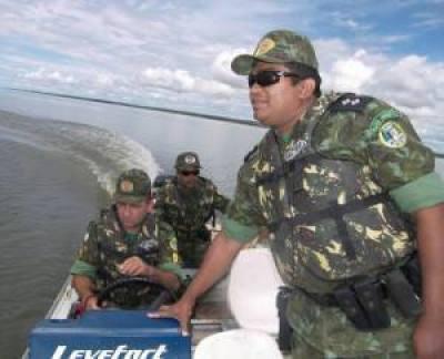Policiamento no lago