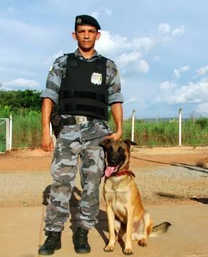Policial do GOC